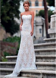 Glamorous Tulle & Lace Strapless Neckline Sheath/Column Wedding Dress With Lace Appliques
