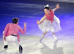 アイスショーで華麗な演技を見せる浅田(右) (500×369) http://www.yomiuri.co.jp/photonews/sports/article.htm?ge=642&id=202913