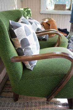 Green armchairs, photo by Parolan Asema Art Deco Furniture, Furniture Styles, Green Armchair, Indoor Hammock, Vintage Interiors, Chair Upholstery, Take A Seat, Mid Century Furniture, Cool Rooms