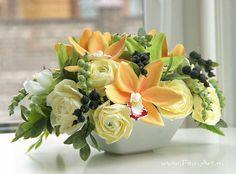 Букет с орхидеями цимбидиум и ягодами смородины. Цветы из полимерной глины. Екатерина Звержанская.