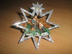Natività su stella di legno e sughero