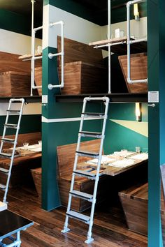 Bangalore Express, London. This is cool but would be a nightmare to try to serve tables here!