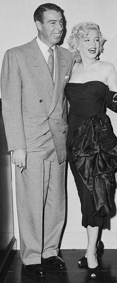Marilyn Monroe with Joe DiMaggio. A George Vreeland Hill post. Marilyn Monroe Life, Marilyn Monroe Photos, Cinema Tv, Actor Studio, Joe Dimaggio, Famous Couples, Norma Jeane, Hollywood Actresses, My Idol