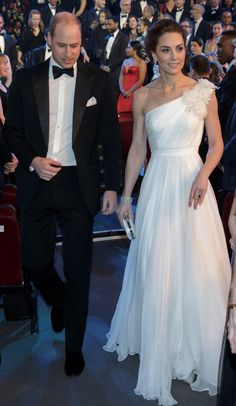 Kate Middleton Photos - Prince William, Duke of Cambridge and Catherine, Duchess of Cambridge attend the EE British Academy Film Awards at Royal Albert Hall on February 2019 in London, England. Kate Middleton Et William, Style Kate Middleton, Kate Und William, Kate Middleton Photos, Prince William And Kate, Royal Albert Hall, Lady Diana, Alexander Mcqueen, Princesa Kate Middleton
