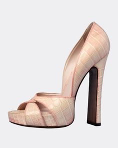 The best collection of LUIS VUITTON shoes to wear in all kinds of events. Modern designs for men, women and children. Luis Vuitton Shoes, Zapatos Louis Vuitton, Heeled Mules, Modern Design, Events, Children, Heels, How To Wear, Collection