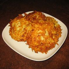 Just like they made them in the old country, these Classic Potato Latkes are a classic hit that should be on your next holiday table. Perfect for any occasion these latkes make scrumptious appetizers and are a delicious way to start any meal. Jewish Recipes, Gourmet Recipes, Cooking Recipes, Healthy Recipes, Dinner Recipes, Baking With Applesauce, Hanukkah Food, Hanukkah Recipes, Key Food