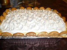I make it using vanilla pudding, vanilla wafers and banannas sliced long putting in layers and then you can put whip cream on top. Pudding Recipes, Cake Recipes, Homemade White Cakes, Banana Pudding Cake, Pinch Recipe, Instant Pudding, Sweet Bread, Food To Make, Delicious Desserts