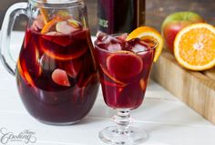 Quick, easy recipe for a traditional red wine Sangria perfect for moments of respite. Sangria is the kind of drink perfect for parties and family gatherings. Citrus Sangria Recipe, Red Sangria Recipes, Red Wine Sangria, Fresco, Watermelon Smoothies, Tea Cocktails, Drinks, Colorful Cocktails, Water Into Wine