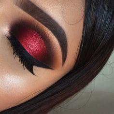 Fabulous eye makeup ideas make your eyes pop - Eye Studio Gel Eyeliner- Blackest Black + Dare to Create Palette makeup augen hochzeit ideas tips makeup Red Makeup Looks, Red Eye Makeup, Glitter Eye Makeup, Colorful Eye Makeup, Eye Makeup Tips, Makeup Style, Red And Black Eye Makeup, Beauty Makeup, Maroon Makeup