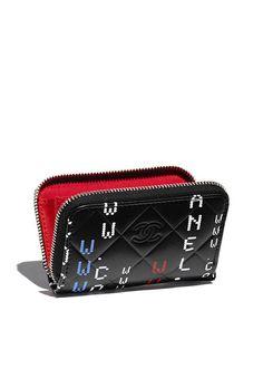 Porte-monnaie, agneau & métal argenté-noir - CHANEL RTW SS 2017 #Chanel #DataCenterChanel #SpringSummer2017 #SS17 #KarlLagerfeld | Visit espritdegabrielle.com L'héritage de Coco Chanel #espritdegabrielle