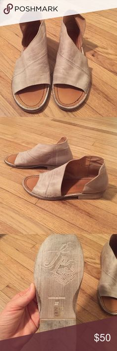 Free People shoes Soft Tan leather. Beautiful shape. Only worn a couple times, in great condition. The right heel has some nail polish on it. Shown above 👆🏼 Free People Shoes