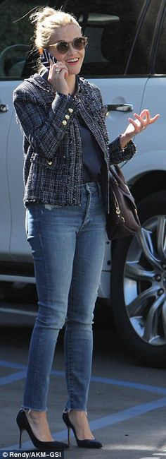 Reese Witherspoon looks pretty in outfit from Draper James collection