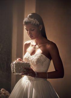 A sparkling bridal h