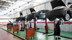 Aumento de Potência                                                                                                                                                                                 Mais Garage Workshop Plans, Car Workshop, Mechanic Shop, Mechanic Garage, Underground Garage, Garage Furniture, Cool Garages, Tyre Shop, Dream Car Garage