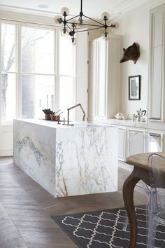 10 Beautiful Rooms - Mad About The House: marble island and parquet floor by blakes london Interior Desing, Home Interior, Interior Design Kitchen, Interior Detailing, Marble Interior, Bathroom Interior, Home Decor Kitchen, Home Kitchens, Kitchen Dining
