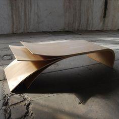 Jean Damien Baodux – Table basse Ora. Réalisée en multiplis replaqué chêne. Finition à l'huile naturelle