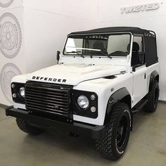 Land Rover Defender 90 Td4 white soft top canvas black.  So nice  customized…