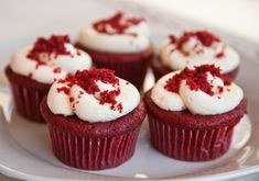 Tasted recipe and found delicious Red Velvet Cupcakes - Rezepte - Gateau Red Velvet Cupcakes, Red Velvet Cake Mix, Cupcakes With Cream Cheese Frosting, Cream Cheese Icing, Cupcake Recipes, Cupcake Cakes, Dessert Recipes, Pastry Recipes, Baking Recipes