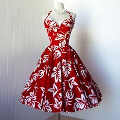 vintage 1950's dress with full circle skirt. That pattern! That winged neckline! So much love!