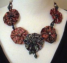 Map Textile Necklace Yoyo .... - Sophie Michel's blog / Textile Arts