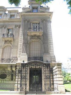 Palacio Ortiz Basualdo es un exponente de la arquitectura Beaux Arts. Diseñado en 1912 por el arquitecto francés Paul Pater, para el matrimonio de Daniel Ortiz Basualdo y Mercedes Zapiola, frente a la plaza Carlos Pellegrini. Es sede de la Embajada de Francia en Buenos Aires desde 1939.