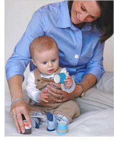 Ayuda a tu bebé a desarrollar sus habilidades motoras finas y gruesas. Juegos para bebés de 6 meses y 3 semanas.