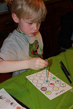If I ever have a kid they are totally having a science birthday party! Science themed birthday party for kids 6-9.