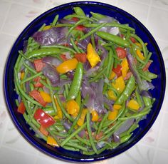 Steam red onions (until almost Snap Peas Recipe, Steam Veggies, Vegetarian Menu, Sugar Snap Peas, Vegetable Recipes, Green Beans, Side Dishes, Healthy Eating, Healthy Recipes