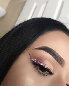 Neutral glam eye makeup, soft brown outer corner with peach cream inner and lid, pink glitter liner. Makeup for brown eyes. #GlitterTumblr