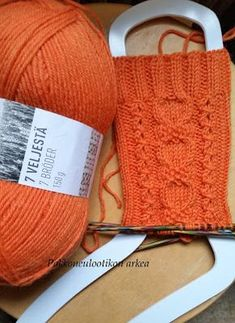 Pakkoneuloosia lankojen, kissojen, pikku prinssin keskellä: Kin-sukat Baby Knitting Patterns, Free Knitting, Knitting Socks, Stitch Patterns, Knitted Hats, Crochet Rabbit, Knit Crochet, Some Ideas, Diy Clothes