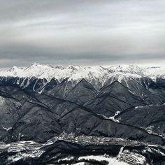Краснополянские горы. Прекрасный вид! #краснаяполяна #сочи #горкигород #highscreen #highscreenpowerice #snapceed #mobilephoto #горы #зима #снег