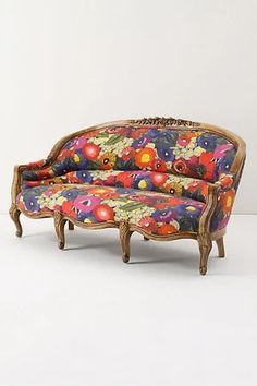 """Amelie sofa"" https://sumally.com/p/378565?object_id=ref%3AkwHNPvaBoXDOAAXGxQ%3AD-VG"