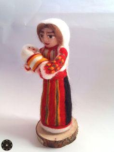 Mária, gyapjú, gyapjúbaba, csángó, altató Art And Architecture, Folk Art, Marvel, Popular Art