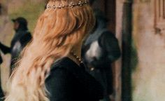 The Queen with Yellow Hair