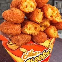 MAC N' CHEETOS. It's MAC & CHEESE stuffed in a CHEETO.  If you like #Cheetos & #MacNCheese, this one's for you! Gotta give @burgerking points for creativity. I'll be waiting for the HOT CHEETOS version.