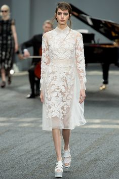 In a season of pastel blooms - his signatures - Erdem goes all white or white and black Spring 2014 Ready-to-Wear Collection Slideshow on Style.com