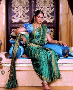Latest Designer Indian Sari Traditional Clothing Saree with blouse piece Bridal Sarees South Indian, Indian Bridal, Indian Dresses, Indian Outfits, Indian Women Painting, Bollywood Designer Sarees, Travis Fimmel, Most Beautiful Indian Actress, Turbans