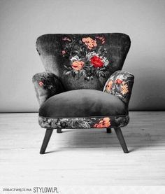 Dark floral armchair - Diy Home Decor Funky Furniture, Furniture Makeover, Furniture Decor, Painted Furniture, Chair Makeover, Furniture Sets, Dark Living Rooms, Decorative Pebbles, Upholstered Chairs