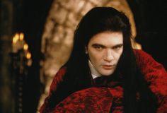 1994 Antonio Banderas as Armand in Interview with the Vampire Vampire Dracula, Vampire Love, Vampire Art, Vampire Pics, Hot Vampires, Vampires And Werewolves, Christian Slater, John Travolta, Tom Cruise