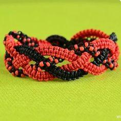 hamideh818 سفارش این دستبند پذیرفته میشود برای سفارش به این شماره پیام بدین 09362406236 #bracelete#bracelet#bracelets#friendship_bracelet#handmade#instacrochet#crochet#instagood#photos#دستبنددوستی#دستباف#دستبند#دستبند_دوستی#هنر#مهره#خلاقیت#قلاب_بافی#heart#قلبي#instabracelet#هنرمند#دستسازه#دخترانه#زیبا#instaphoto