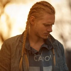 Celebrate Norse history by getting any one of these Viking hairstyles! See a range of traditional Scandinavian hairstyles plus a whole lot of modern ones! Viking Hairstyles Male, Viking Haircut, Mens Braids Hairstyles, Hair And Beard Styles, Short Hair Styles, Viking Men, Ragnar, Hair Type, Beautiful People
