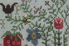 Картинки по запросу blackbird designs Strawberry Garden