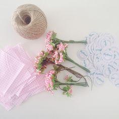 Güzel işler bizi bekliyor #kına #kınagecesi #şişe #kavanoz #myminnifavors #wedding #webstagram #düğün #nişan #nikahşekeri #instaphoto #instaturkey #instacollage #hediye #gift #pink #çiçek #flower #gelin #gelinlik