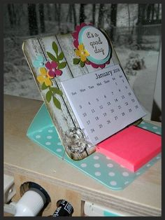 Mini Calendar Desk Easel. Instructions on my blog and a FREE 2016 Mini Calendar PDF download. Great teacher gift, co-worker gift or make one for yourself! Happy Crafting!~ Dee #compartirvideos #happybirthday                                                                                                                                                                                 Más