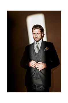 Suit and tie - Gerard Butler. Gerard Butler, Gq, Sharp Dressed Man, Well Dressed Men, Gorgeous Men, Beautiful People, Shooting Photo, Style Casual, Raining Men