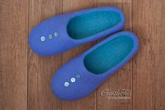 Felted slippers with buttons