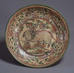 Plate,Vietnam, Lê dynasty (16th century).Buffalos painted in overglaze enamels, chocolate base.D. 34,10 cm.Tokyo, National Museum, TG-2235©2004-2013 Tokyo National Museum