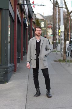 Aidan was on his way to the opening party for APRIL when I passed him on Olive. This vintage Pendleton coat is such a classic. It looks like it could have been bought today.The APRIL fe… Capitol Hill Style, Pendleton Coat, Street Outfit, Street Clothes, Seattle Fashion, Street Style Blog, Men Street, Mens Fashion, Fashion Outfits