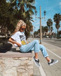 25 school outfit teenage to look cool and fashionable 11 – InspireandIdeas Skater Girl Outfits, Skater Girls, Teen Fashion Outfits, Look Fashion, Skater Girl Style, Vans Girls Style, Beach Girl Style, Casual Teen Fashion, Cool Girl Style