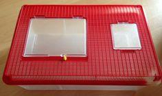 Hallo,  Ich verkaufe hier eine gebrauchte Makrolonbox.  Die Makrolonbox hat normale Gebrauchsspuren.  Maße: 28x43x16cm  Preis: 9,00€  Porto: 7,00€  Mit freundlichen Grüßen José Fernandez